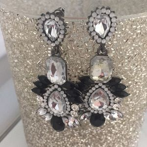 Earrings black and crystal color
